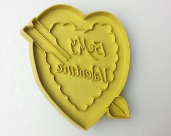 Stanley Cookie Cutter Valentines Day Be My Valentine Vintage Harvest Gold 1970s