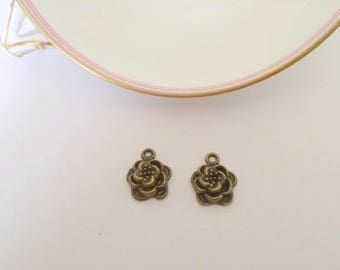 Set of two bronze metal charms - flower / rose