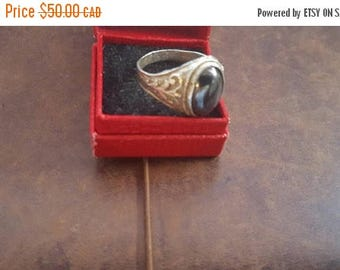 ON SALE Vintage 900 Silver and Black Stone Ring