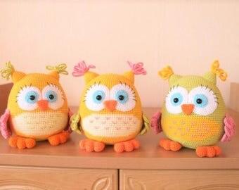 Handmade Colorful owl in cotton/acrylic blend yarn