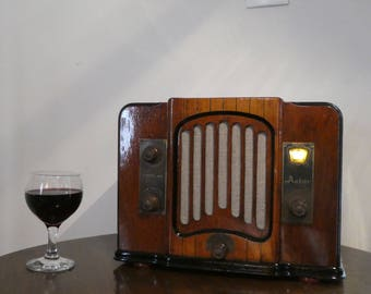 Bluetooth speaker system 1934 Astor model 60 radio with Aux inputs and FM radio.