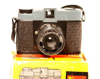 Vintage 1960s Diana Medium Format Film Camera (not lomography reissue)