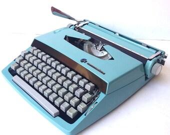 Commodore (Consul) Manual Portable Typewriter