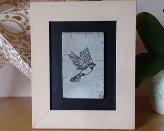 Tableau en céramique raku - Oiseau en vol - Cadre fait-main en hetre