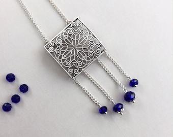 Collier bohème chic en métal argenté et cristal bleu