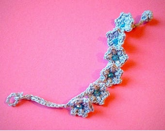 Crochet and beaded bracelet with blue flowers