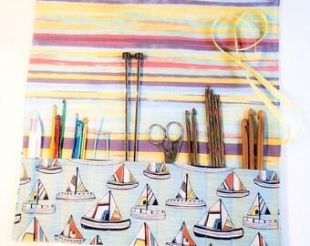 Travel roll up wrap for knitting needles, crochet hooks, brushes or pens.