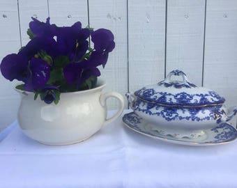 John Maddocks Royal Vitreous collection - Sandon blue and white lidded tureen and plate