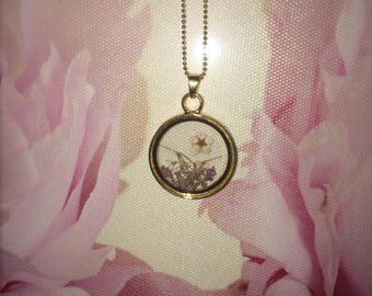 """Beautiful Pendant with Dried Flowers Encased in Glass on an 18"""" Chain"""