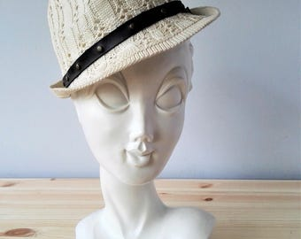 White TWIGGY Mannequin Head - 1970s French Shop Display Collectible - Tete a Chapeau Huard