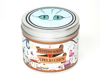 Alice in wonderland themed futterwacken and upelkuchen candle - literary candles - alice in wonder land candle - Mad hatter - bookish candle
