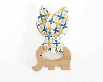 Anneau hochet de dentition en bois - forme éléphant - coton biologique - trèfles