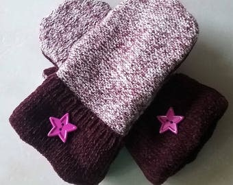 Burgundy and White mittens with star