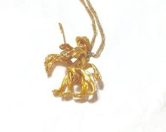 Interesting Vintage Goldtone Pendant Necklace