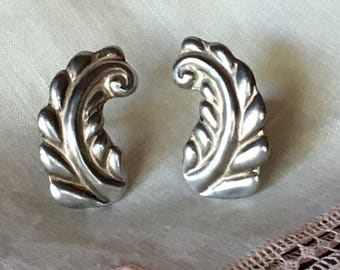 Taxco Mexico Silver Earrings Rare Antonio Reina Screw Back Leaf or Feather 1940's Marked