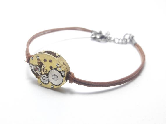 Bracelet leather woman nude with a golden mechanical watch movement