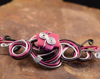 Destash: Brooch in silver, pink and Black Aluminum wire
