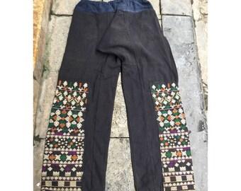 Pantalon tribal vintage de femmes Dao noir dans la région de SinHo, Vietnam