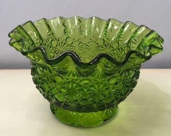 """Vintage L.E. SMITH Green Crimped """"DAISY and BUTTON"""" Candy Bowl Nut Dish with Ruffled Rim and Scalloped Skirt"""