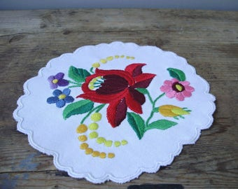 "Lovely,Vintage,Hungarian handmade ""Kalocsa""embroidered doilycenterpiece"