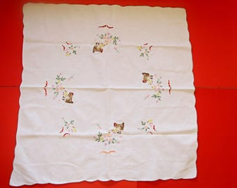 Lovely,Vintage,embroidered doily,Easter tablecloth,chicken pattern,Cottage/Shabby Chic