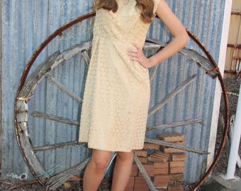 60's geipure lace waisted dress with side zip, lined