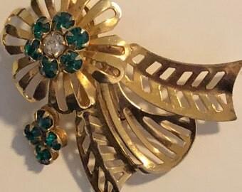 Vintage gold plated flower brooch