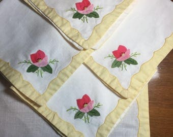Set of 4 Vintage Linen Appliqué and Embroidered Placemats with 4 Matching Napkins