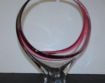 """superb 13""""  high art glass cranberry and clear vase/ superbe vase  en verre soufflé  canneberge et clair  haut  13"""""""