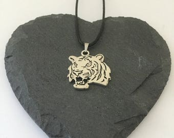 Tiger necklace / tiger jewellery / tiger gift / animal necklace / animal jewellery / animal lover gift
