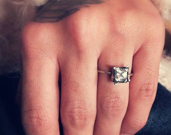 Elegant sterling silver ring with square zirconia