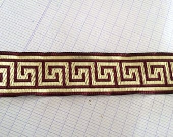 3,5 centimeter Burgundy and gold braid medieval has sewing