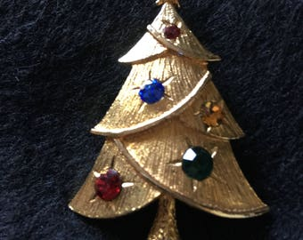 Sweet and Simple Christmas Tree Brooch
