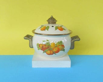 Small pot with fruit vintage with brass handles