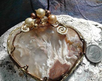 Oregon stinking water plume chalcedony pendant
