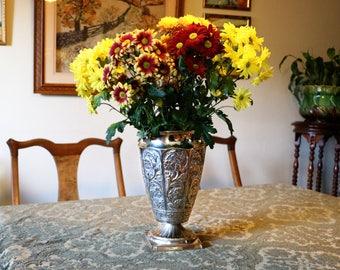 Large silver vase, in white metal; flower vase; display vase; wedding decoration; wedding vase; Thanksgiving decoration