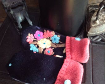 "Mismatched floral embroidered mittens, ""fraternal twins""! Medium"