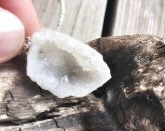 Raw Geode necklace, Raw Quartz Geode Necklace,Druzy Geode Necklace, Crystal Healing Gift,Free Shipping Geode, Raw Crystal Necklace
