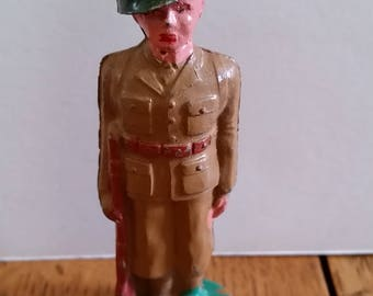 WW#2 Barclay soldier standing @ attention. 99% mint. lead soldier, lead figures
