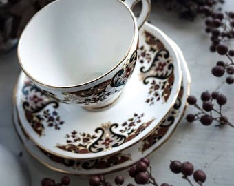 "Collectible tea set : 5 teacups and saucers + 5 side plates + milk jag + sugar bowl English bone china, ""Colclough"" 1970"