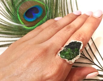 ring with chrome diopside and silver plated