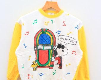 Vintage SNOOPY Joe Fifties Peanuts Cartoon White Yellow Sweater Sweatshirt Size M