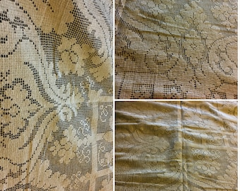 """Large Vintage Quaker Lace Tablecloth Approx. 68"""" x 84""""  No holes or  Stains   SKU 005-40"""