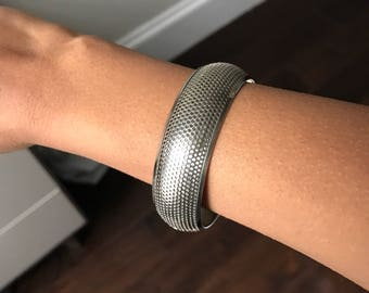 Perforated style thick bangle