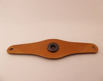 Leatherette bracelet to complete with button of 2.8 cm.