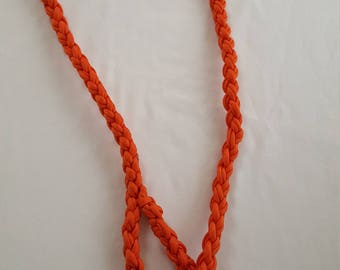 Extra strong dog leash made with paracord.