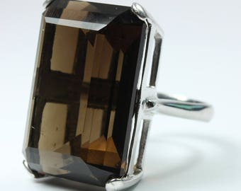 A Beautiful 9ct White gold Cushion Cut Smokey Quartz Ring Size: 7 - N 1/2