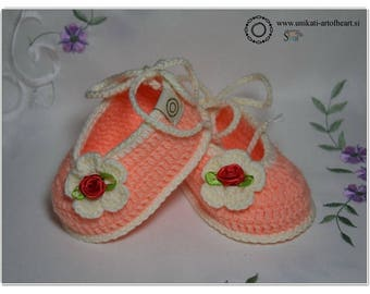 Crochet Baby Shoes / Girls Shoes / Baby Gift / Crochet Sneakers / Cute Baby Shoes / Newborn Shoes / Baby Slippers / Pregnancy Announcement