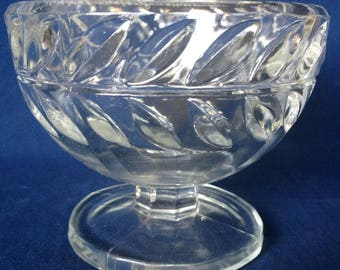 Leaf Band Footed Glass Bowl