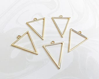 Triangle Pendant, Gold Geometric Triangle, 35mm, GTP029